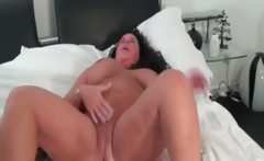 sleazy cougar chick goes crazy rubbing
