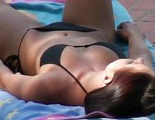 Babe in bikini spied on and facialized