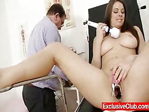Mona Lee extreme pussy speculum gapin.
