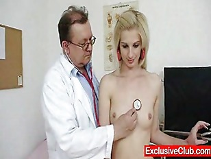 Slim blondy Mia Hilton dirty vagina m.
