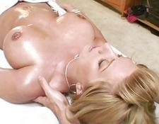blondy giving a oral sex and gettin nailed