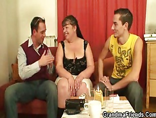 wo funny guys bang cougar fatty