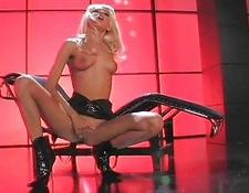 Latex Wearing yellow-haired Stripper Gets sexed Hardcore