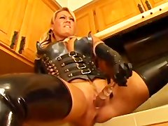 Cool sex with a lady in latex