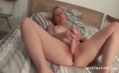 blonde mature pleasing her starving twat with dildo