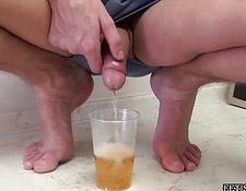 Look at a stud pissing into a glass
