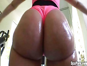 whore shows off oiled up huge behind
