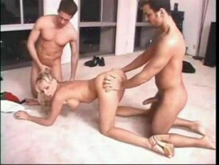 3some With Smoking Hot blondie