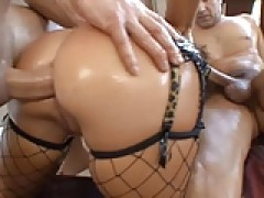 Oiled chick in a threesome