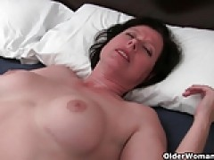 Well rounded milf is toying her old and hairy vagina