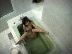 Japanese broad Rubs Her Clit In Bathtub