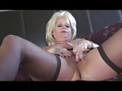 yellow-haired mature lady in Stockings