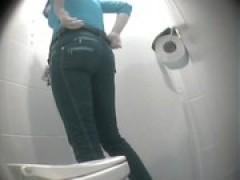 pissing in toilet 6158